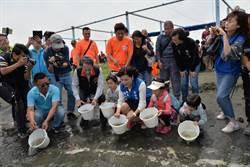 張麗善放流魚苗 永續台西生態資源
