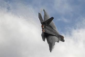 法德飛行員:美F22並非無敵 戰勝它有訣竅