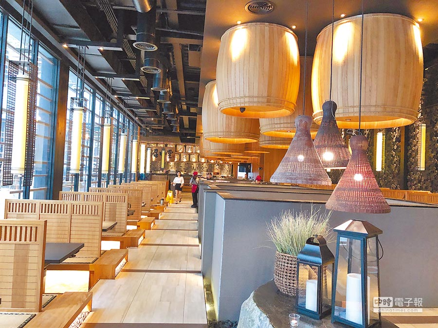 曾榮獲2017年德國紅點設計大獎的昭日堂燒肉店,獨棟清水模建築內外皆美。圖/黃繡鳳