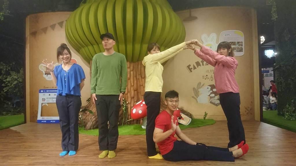 「小劇人playplayer」兒童劇場,由專業戲劇老師演出繪本,將「保護兒童」安全概念具體呈現,讓小朋友更有感。(張妍溱攝)