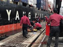 影》基隆東11碼頭車輛落海 司機救起傷重不治