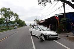 連環撞! 台東轎車失控衝撞休旅車 再撞路邊攤販