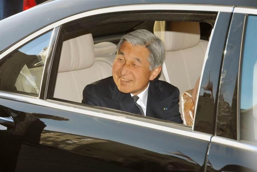 日本明仁天皇(見圖)退位在即,安倍政府表示,明日上午將公布新年號,新元號發表後並通知邦交國,據了解,其中並不包含台灣。(達志影像/shutterstock)