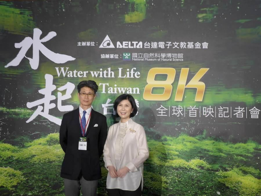 台灣第一支超高畫質環境紀錄片《水起‧台灣》31日首映,製作人佐藤一裕(左起)與台達電子文教基金會副董事長郭珊珊說明此片內容。(林欣儀攝)