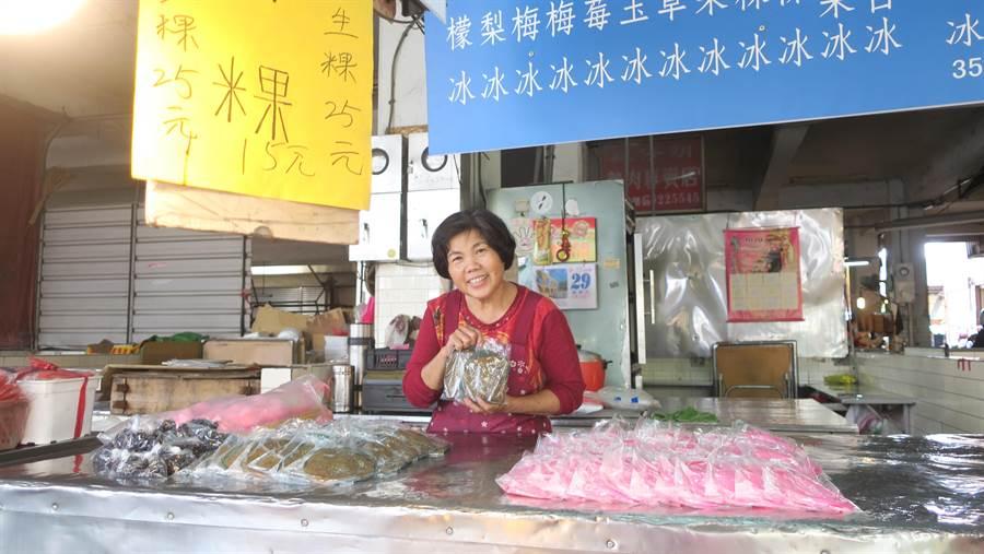 位在永靖鄉第一市場排水溝旁的謝金城米粿店,冬日賣粿、夏日賣冰,目前由第二代63歲謝麗枝接手經營。(謝瓊雲攝)