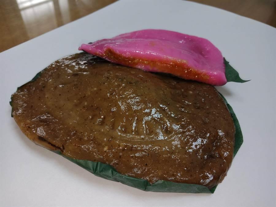 紅龜粿、草仔粿完全以圓糯米製作,Q彈軟糯香黏的古早味,內餡是人人都喜愛的花生、和鹹菜花生。(謝瓊雲攝)