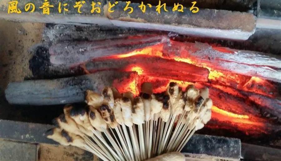 至今仍堅持傳統方式烤串(圖片取自/一文字屋和輔FB)