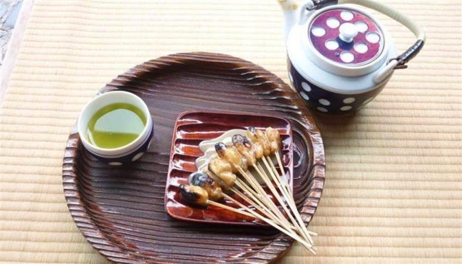 烤麻糬配上清茶堪稱享受(圖片取自/一文字屋和輔FB)