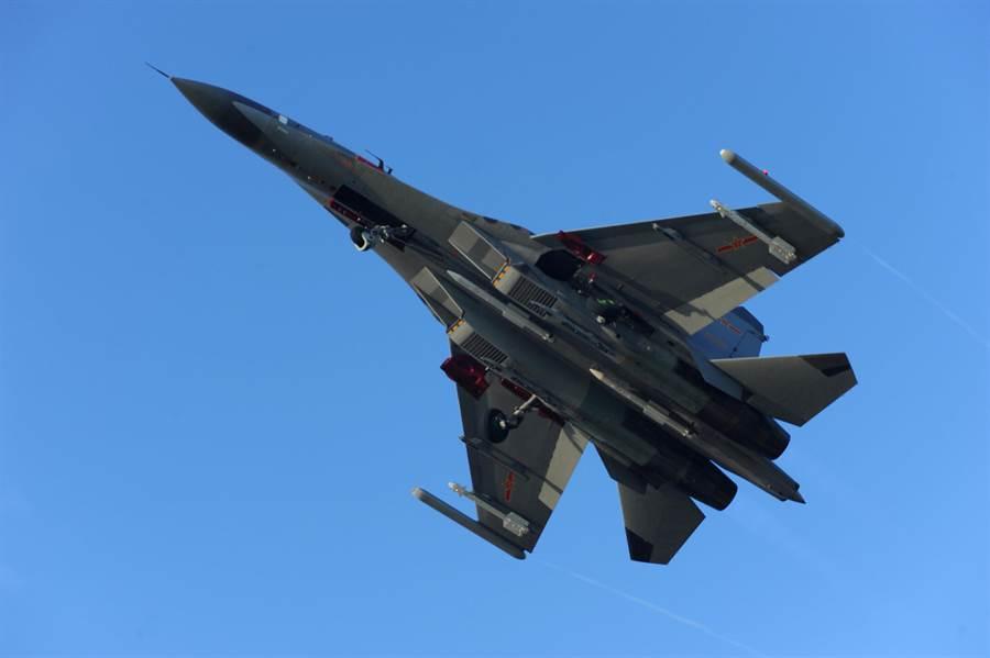 中共殲11戰機。(圖/中新社資料照片)