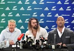 影》什麼?「水行俠」、巨石強森成橄欖球國手