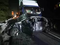 國三西湖段 小客車遭大貨車撞擊2人無生命跡象