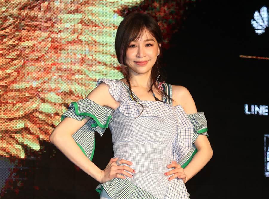 王心凌0入圍本屆金曲獎,登上話題熱搜第一名,她親回:我沒在家哭,安撫歌迷。(資料圖)