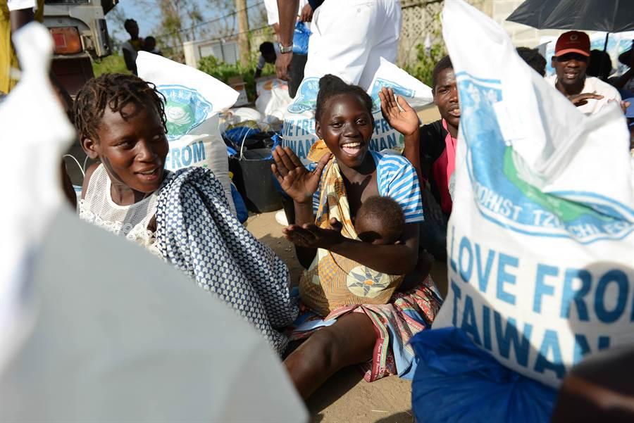 熱帶氣旋伊代在非洲造成嚴重災情,非洲慈濟志工3月在馬拉威、莫三比克、辛巴威展開勘災、緊急階段救災工作。(圖/慈濟基金會提供