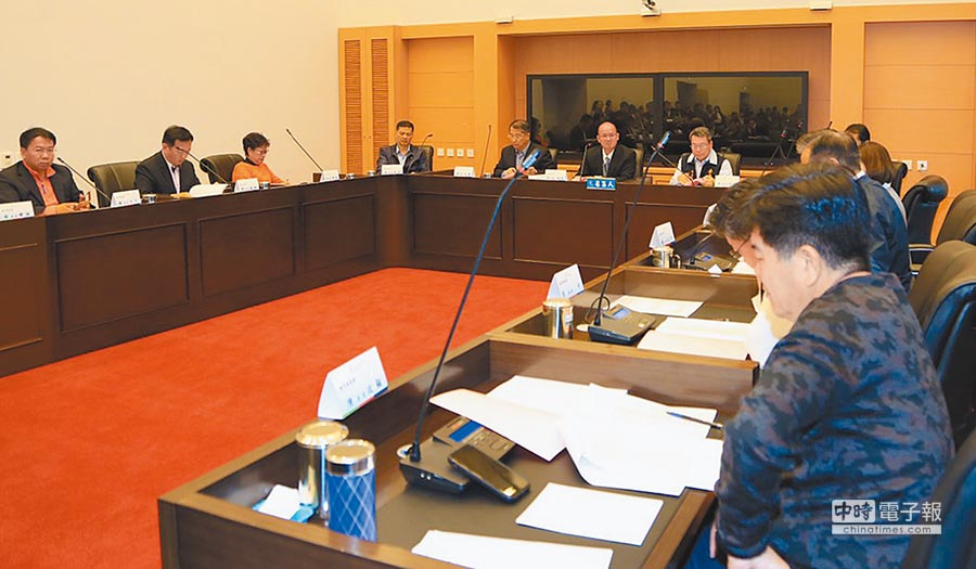 台中市議會1日召開第3屆第1次定期會程序委員會,由議長張清照主持!(陳世宗攝)