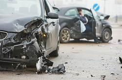 國三西湖段小客車遭大貨車撞擊2人無生命跡象