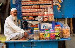 印度人菸一根根買 他買整包差點吐