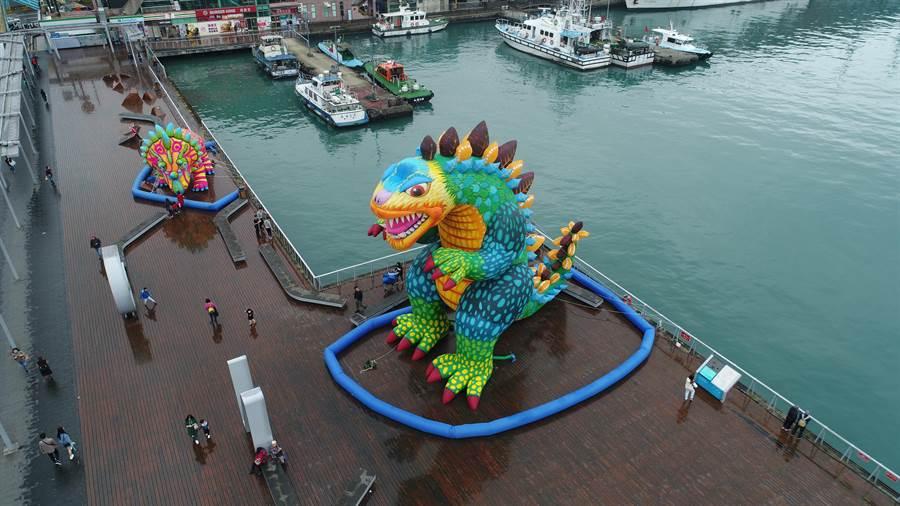 「基隆童話藝術節」將在清明連假登場,市區內已布置好許多大型巨偶,讓民眾可以搶先看。(基隆市政府提供)