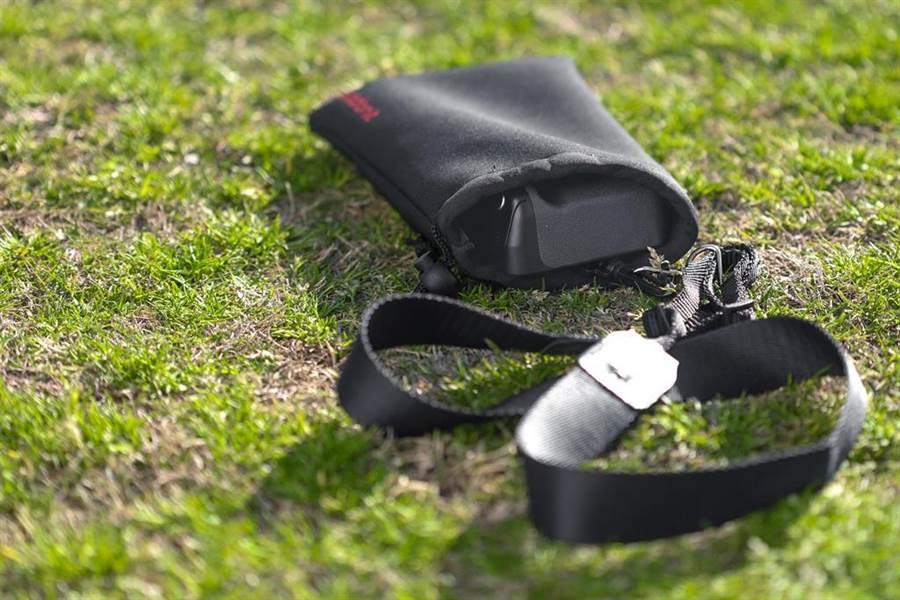 Adonit PhotoGrip Qi附有便攜袋以及掛繩。(圖/業者提供)