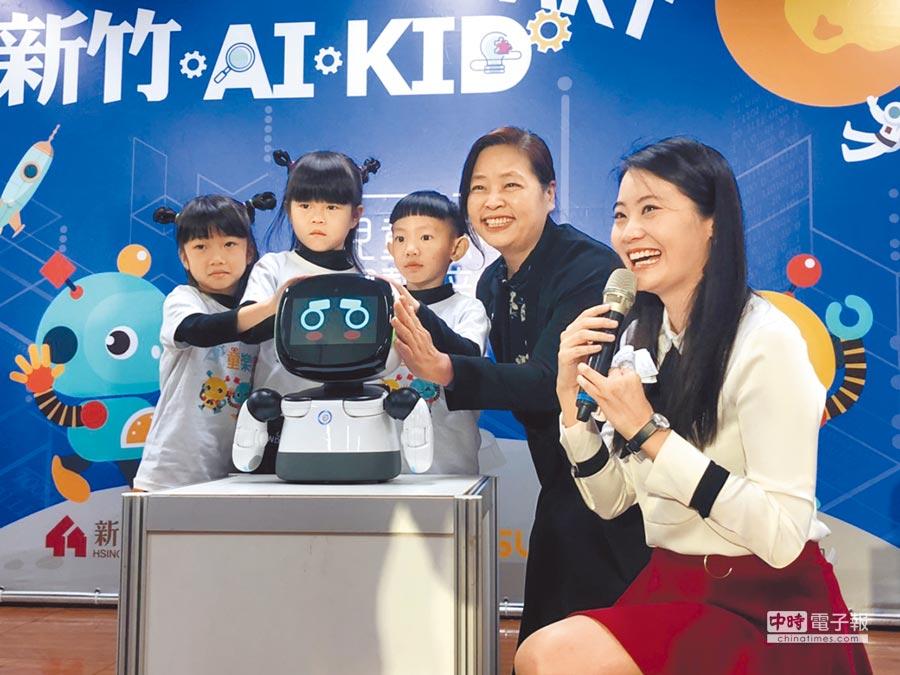 新竹市親子及托幼場所AI陪伴平台建置計畫,2日在大庄國小幼兒園啟動,未來將擴及全市各公幼及親子館。(莊旻靜攝)