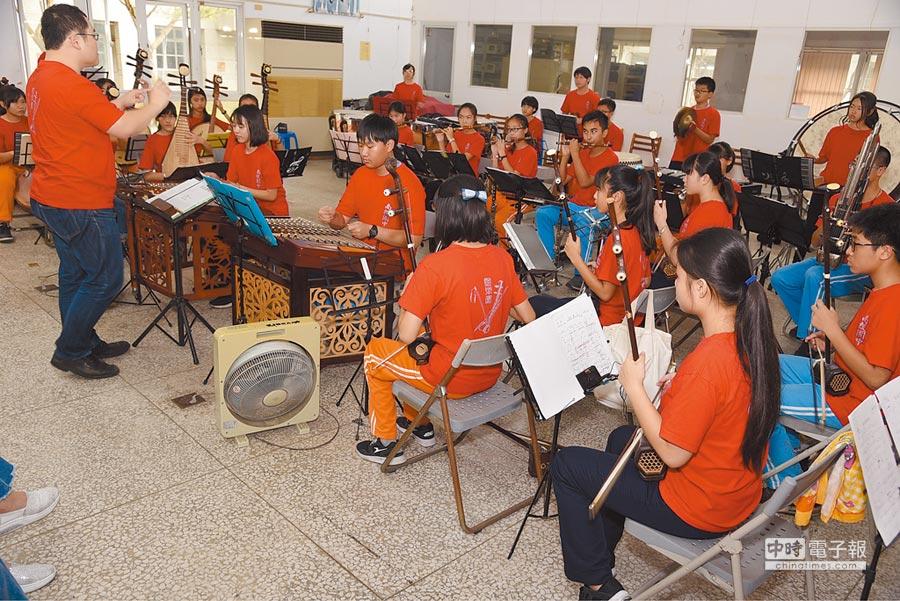 南投國中國樂團,參加全國學生音樂比賽,獲得第2名。(廖志晃攝)