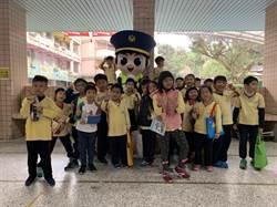 安坑國小歡慶兒童節  新店警宣導反毒品