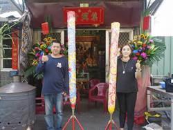信徒特製2公尺大支香 跟隨白沙屯媽祖進香