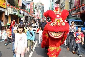 慶兒童節!重南書街變身童話書城 大小朋友踩街嗨翻天