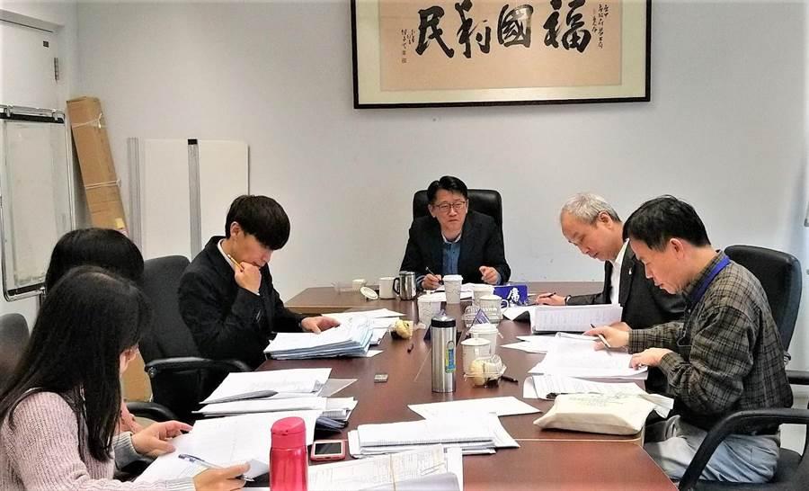 台中市府成立「勞工權益基金」,還號召「行動律師」,貼心到宅服務職災勞工。(盧金足翻攝)