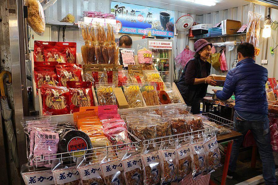 蔡阿嬤的乾貨店,石花菜、魷魚絲、小魚乾應有盡有。(新北市漁業處提供)