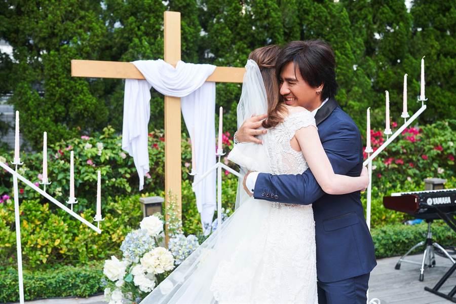 尤秋興和Jenny今舉辦婚宴。(華研提供)