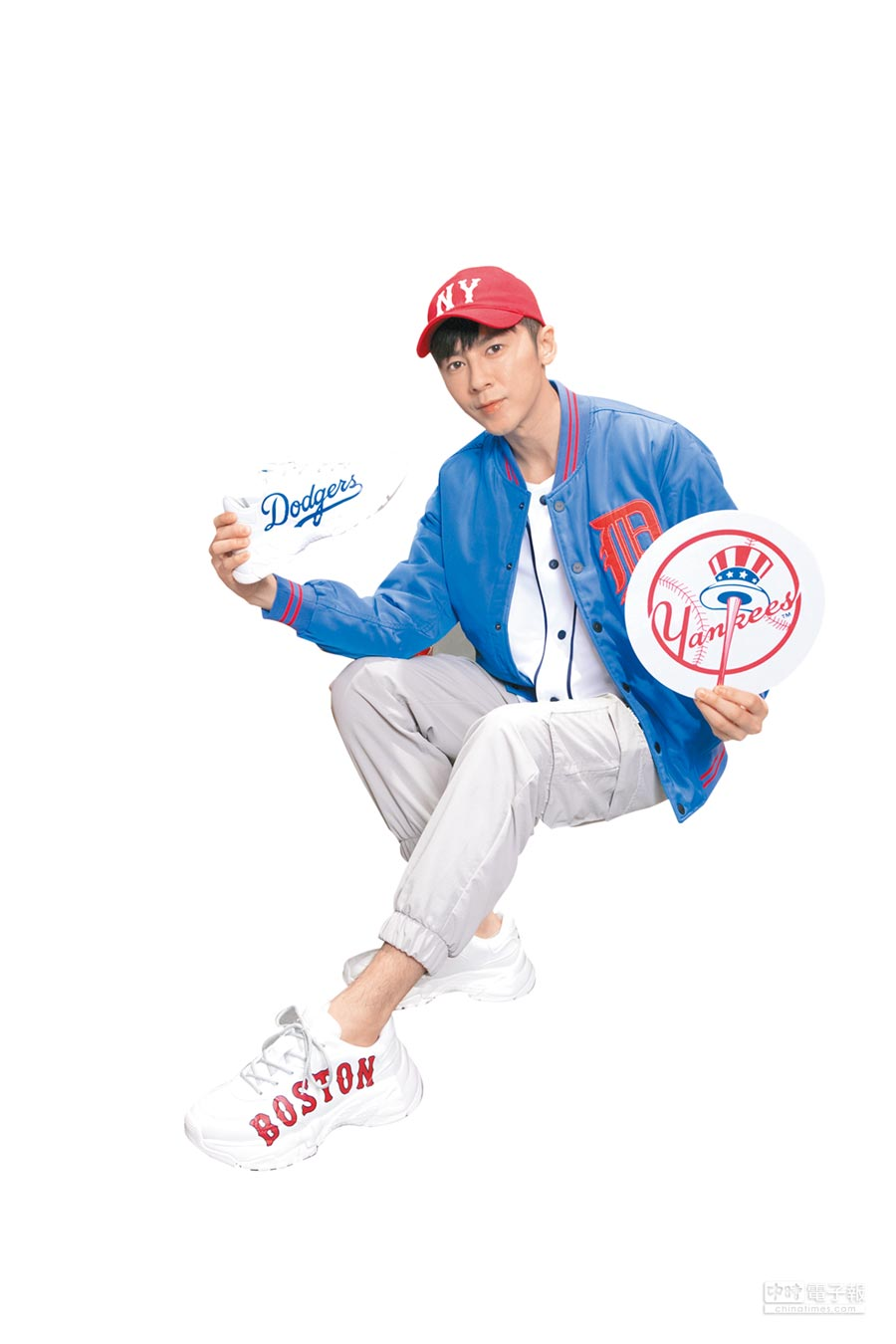 李國毅擔任MLB KOREA台北101「一日店長」,表示愛好寬鬆自在的復古運動風穿搭。(MLB提供)