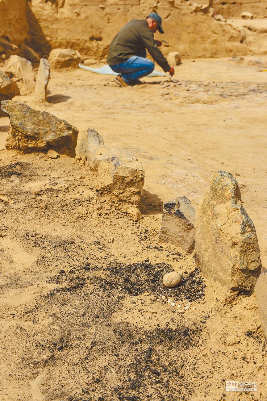 新疆天山伊犁河峡谷中的尼勒克县恰勒格尔村吉仁台沟口遗址,找到中国最早的用煤遗迹,其时间约距今3500年。 (新华社资料照片)