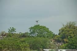 掃墓火警頻傳 南市消防局首創攜帶滅火彈無人機