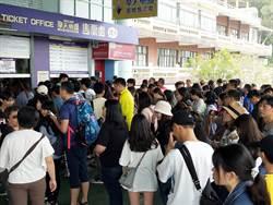 《觀光股》昨湧近3萬人塞爆交通,劍湖山今提前開放入園