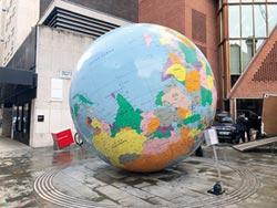 地球儀配色 觸發兩岸主權爭議