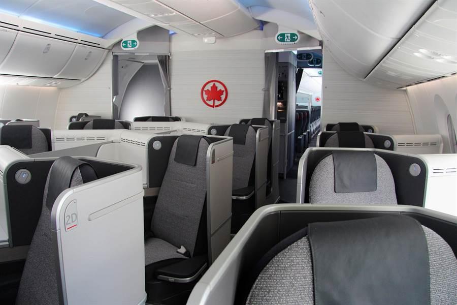 台北航線每班都配置兩位說國語與一位說台語的空服員。圖:加航提供
