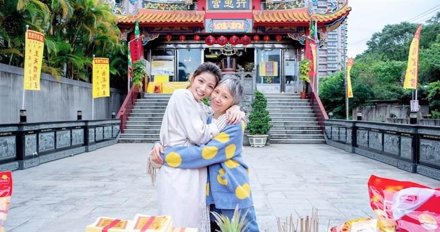 陸弈靜(右)和李千那飾演婆媳。(民視提供)