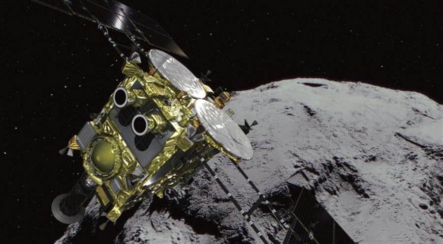 日本隼鳥2號持續探測龍宮小行星,並且完成一場深度撞擊。(圖/JAXA)