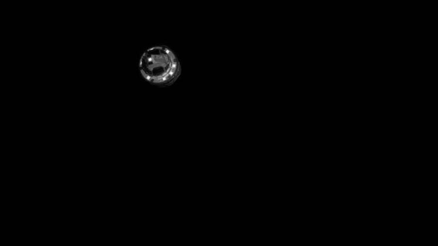 日本隼鳥2號的銅質衝擊器分離,此時距離龍宮約500公尺,這張照片是隼鳥2號光學導航相機拍攝的,拍完照後它就飛到小行星後方躲避。(圖/JAXA)