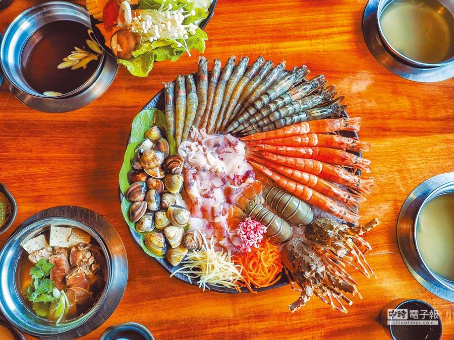 「雙龍匯」分量豐盛霸氣,饕客可一次品嘗6種海鮮和4種肉品。(盧禕祺攝)