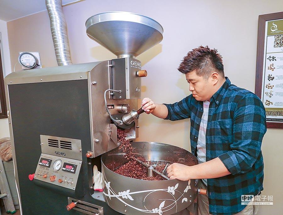 平和會館1樓咖啡廳使用的都是自家精心烘焙出的咖啡豆。(盧禕祺攝)