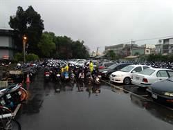 奇觀!花蓮志學車站機車滿出來 客車進退不得