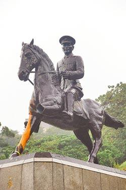 蔣公銅像 綠營出氣筒