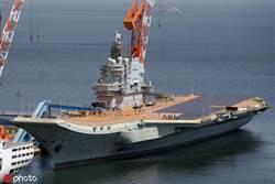 清明趕工 陸首艘國產航母甲板塗裝近半