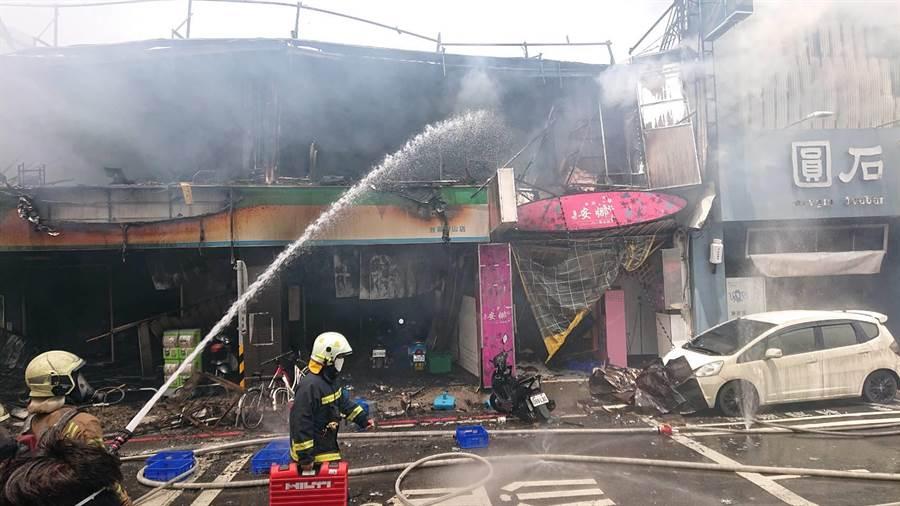 共有7家店面在這場火警中付之一炬。(程炳璋攝)