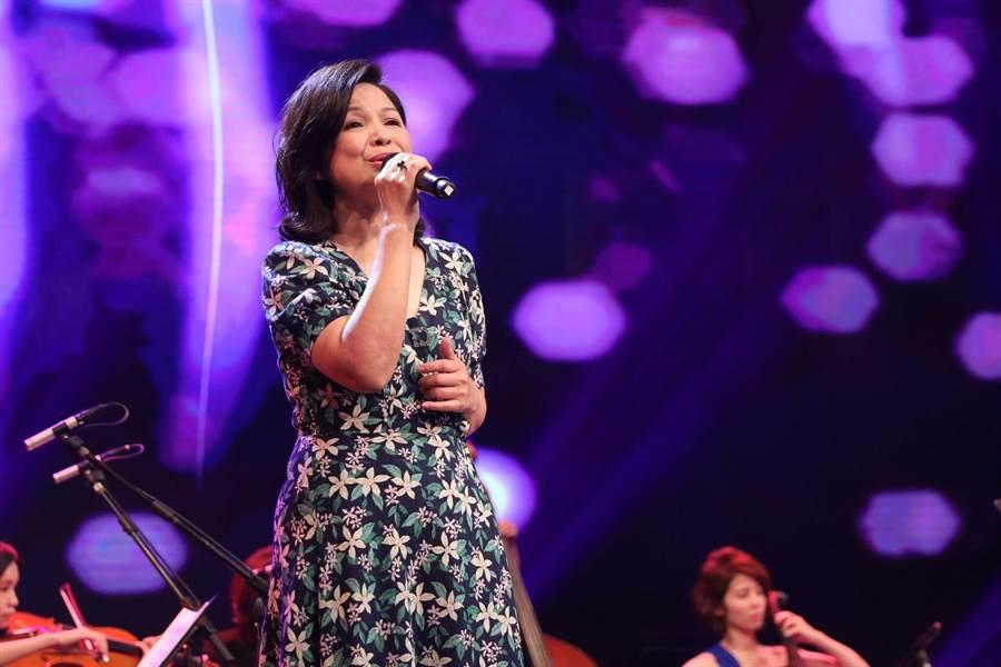 楊貴媚在《台灣的聲音》獻歌藝。(民視)