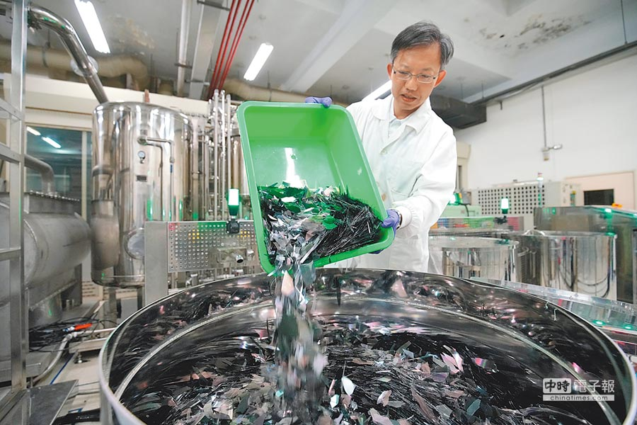 工研院全球首創的「廢液晶面板創新處理再利用技術」為廢棄資源找到春天。圖/工研院提供