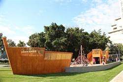 美!碧湖公園飄起四月雪!湖畔架起巨型海盜船