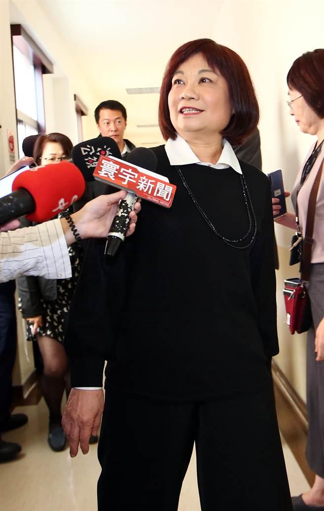 國發會主委陳美伶(見圖)接受媒體訪問時表示,「這個絕對不是政治追殺,而且行政院版本並沒有訂定任何處罰」。(陳信翰攝)