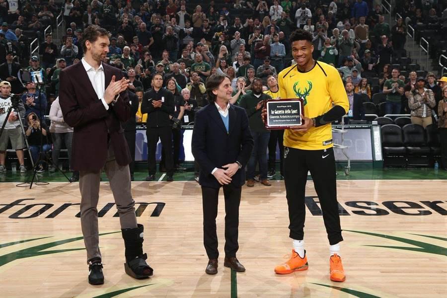 阿提托康波獲頒年度歐洲最佳籃球員獎殊榮。(摘自公鹿官推)